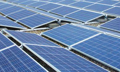 zonne-energiepanelen in een veld