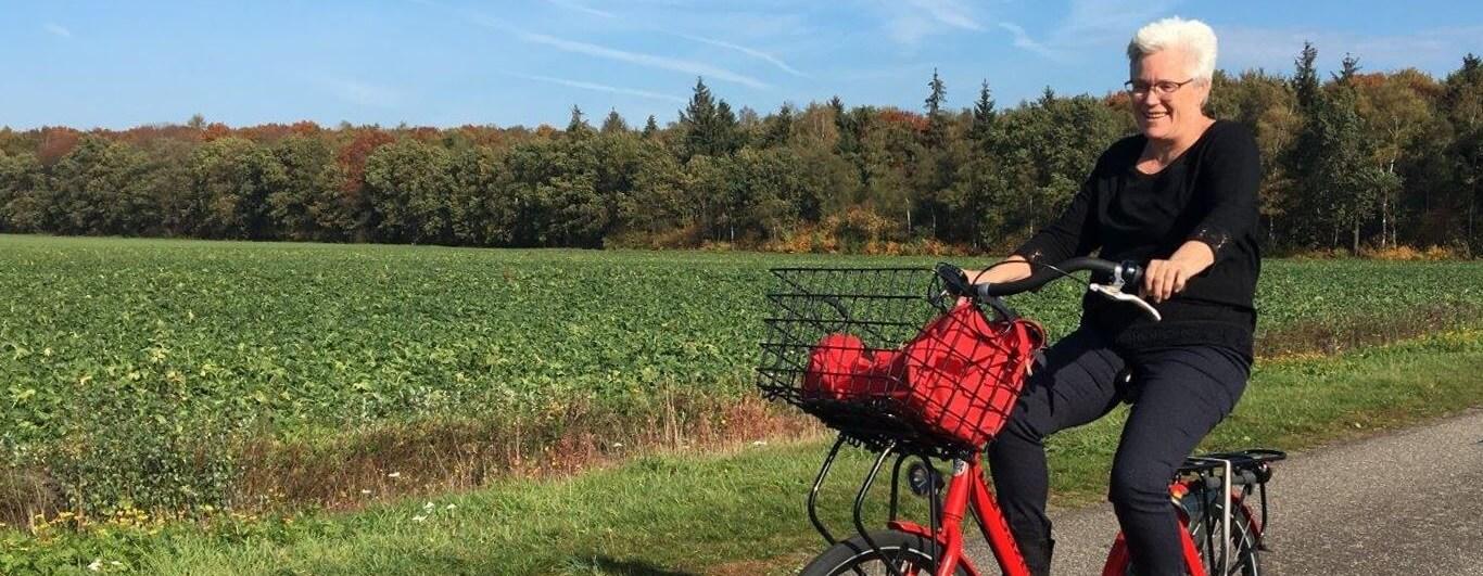 Siny Vink op haar fiets